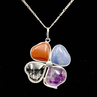 Trebol plata de piedras variadas