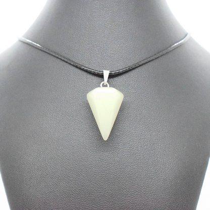 Colgante de Jade con Forma de Péndulo