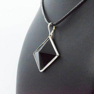 Colgante de Piramide de Obsidiana Negra en plata