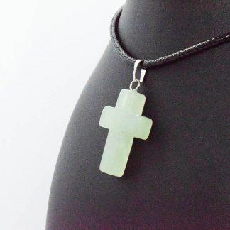 Colgante de Cruz de Cuarzo Verde en Bisutería