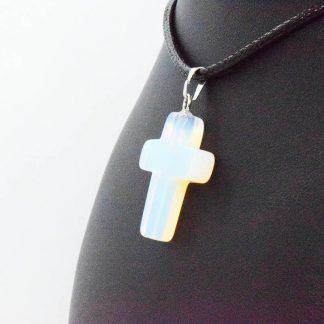 Colgante de Cruz de Opalina en Bisutería